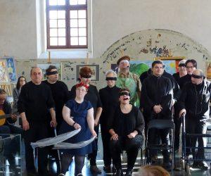 """""""Ślepcy"""" na scenie w Chmielniku"""