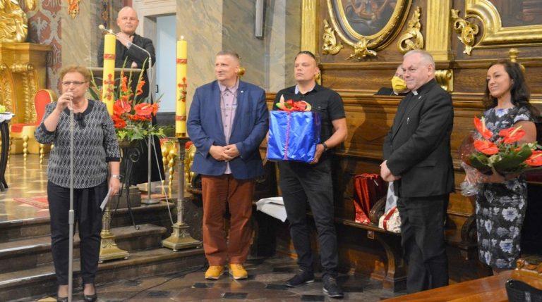 Blisko powiązane z Caritas Kielecką – Koło Kieleckie Towarzystwa Pomocy im Św. Brata Alberta  przeżywa swój Jubileusz 35 lat działalności.