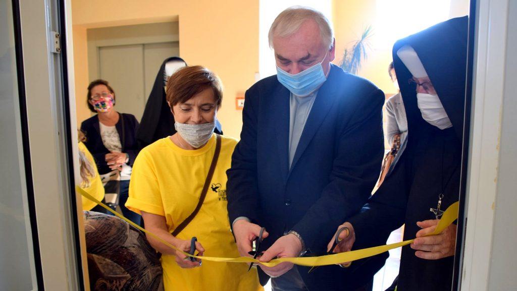 """Inauguracja """"Pól Nadziei"""" i otwarcie kawiarenki w miechowskim Hospicjum"""