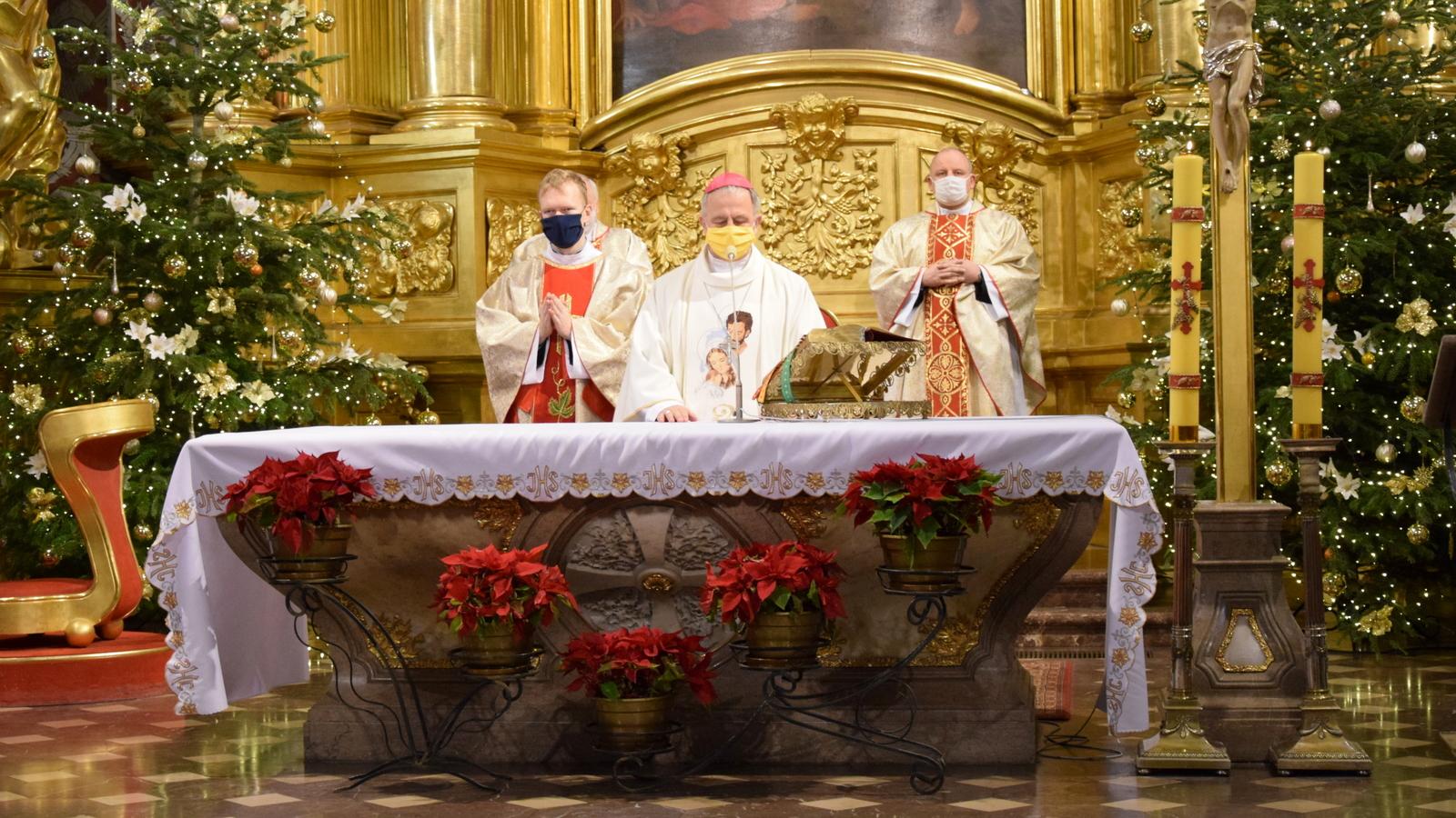 Bp Jan Piotrowski odprawił Mszę św. w intencji Parafialnych Zespołów Caritas