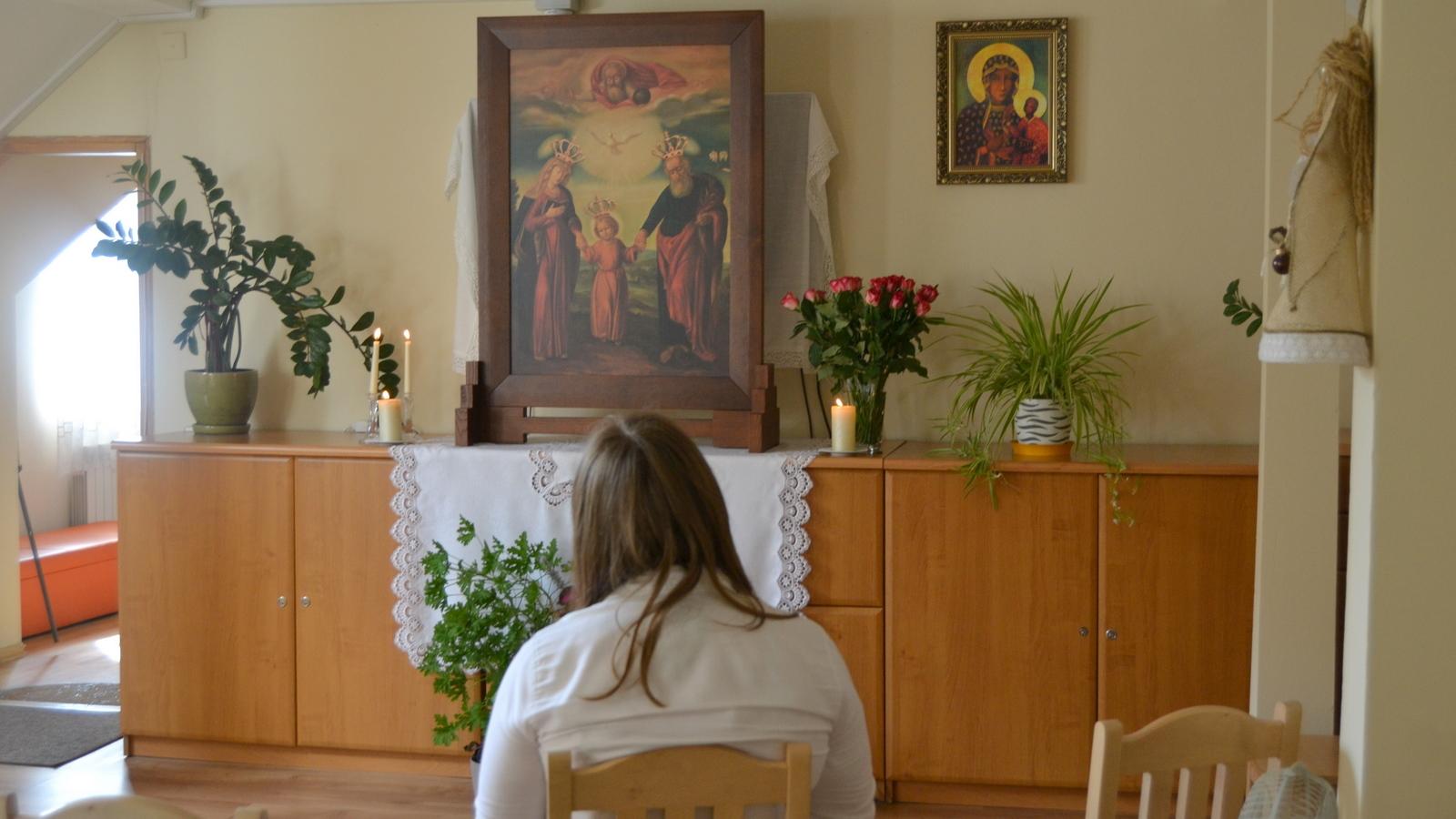 You are currently viewing Nawiedzenie Obrazu Św. Józefa w Schronisku dla Kobiet